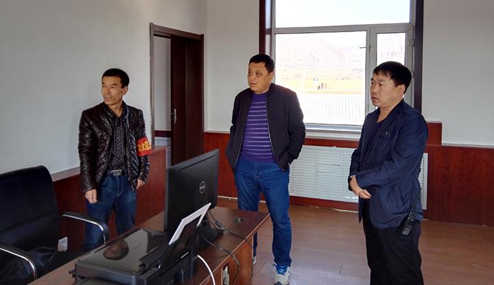 党委党委、工作部一行到金苍林场查看安装完毕的打印设备.jpg