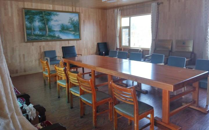 9-崭新的桌椅.jpg