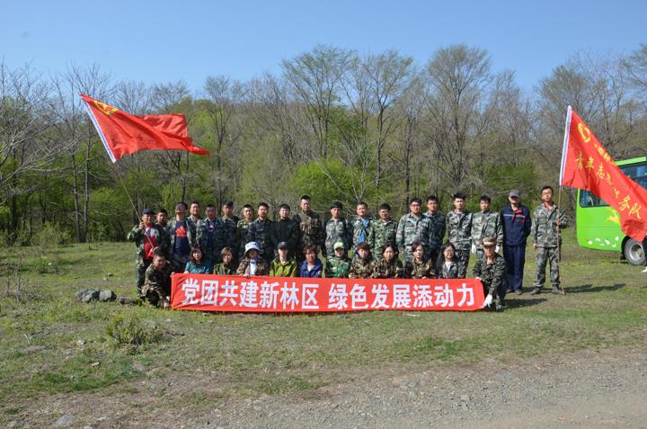 12-党团志愿者携手共建新林区.jpg