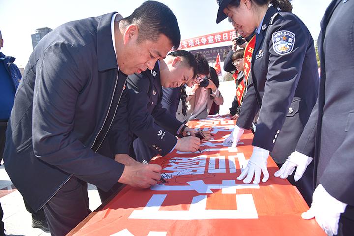 13-珲春林区扫黑除恶专项斗争领导小组成员单位相关领导签字.jpg