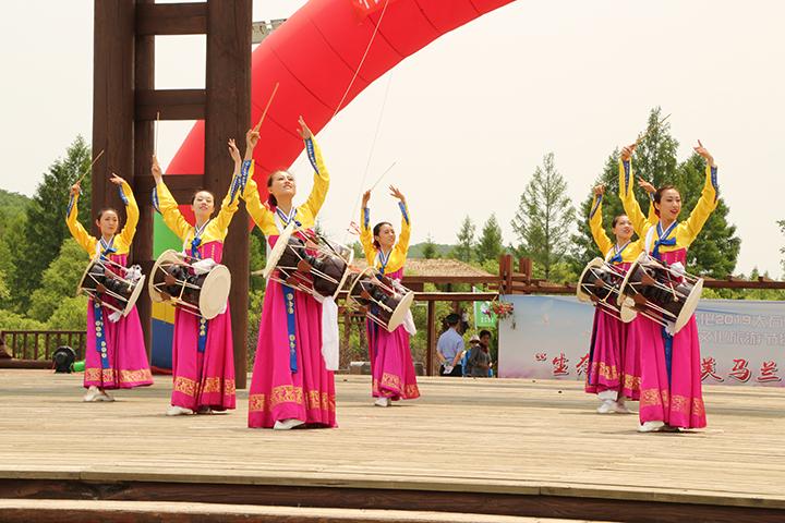 11延吉市玖月舞蹈团队表演《长鼓舞》.jpg