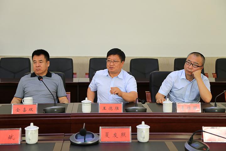 天然林保护管理局局长王德胜在座谈会上发言.jpg
