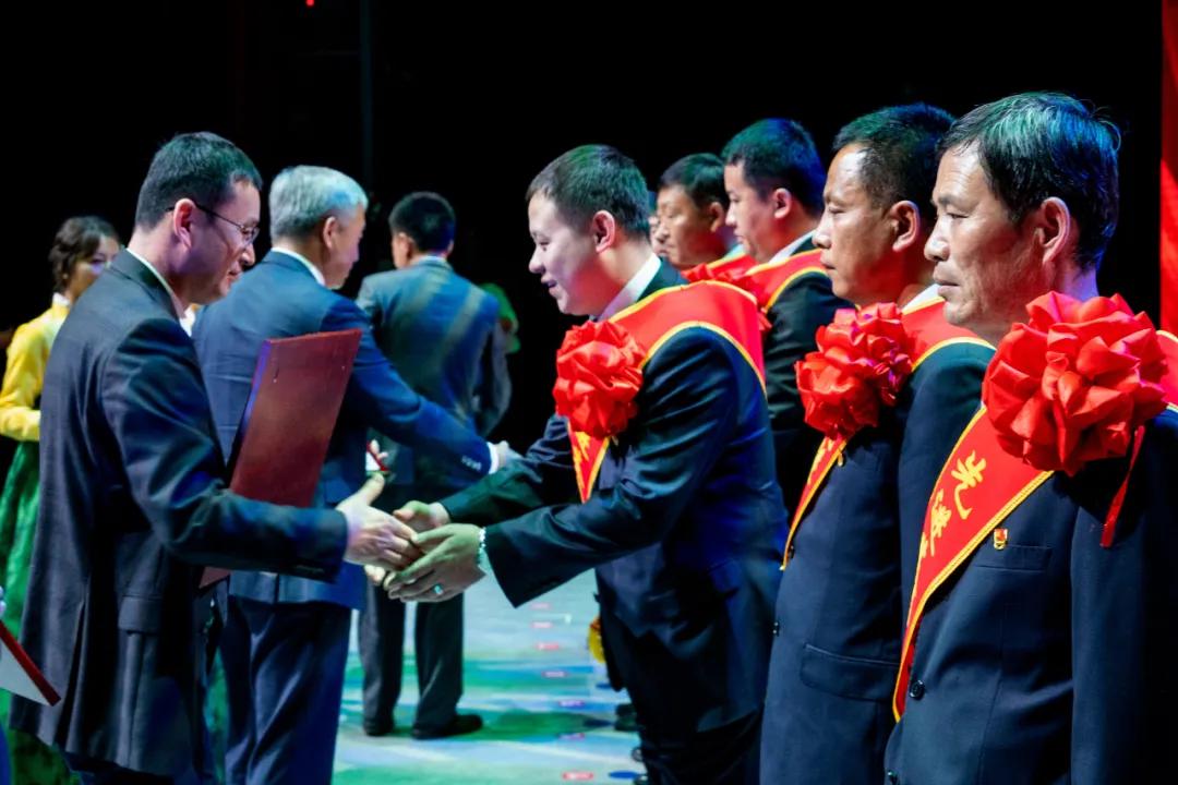 长白山森工集团隆重召开庆祝中国共产党成立100周年表彰大会